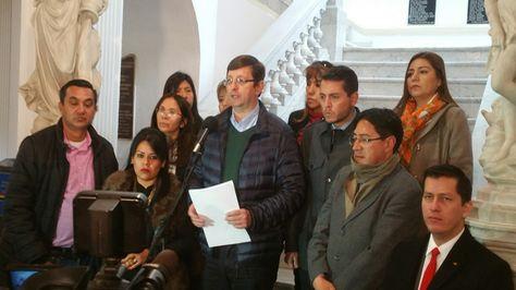 El senador opositor Óscar Ortiz informa de la presentación del recurso contra la ley del TIPNIS