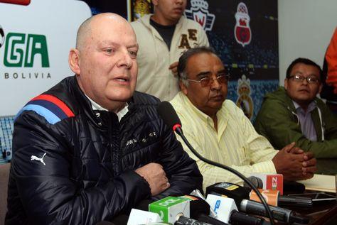 Carlos Ribera, presidente interino de la FBF durante una conferencia de prensa. Foto: Prensa Liga