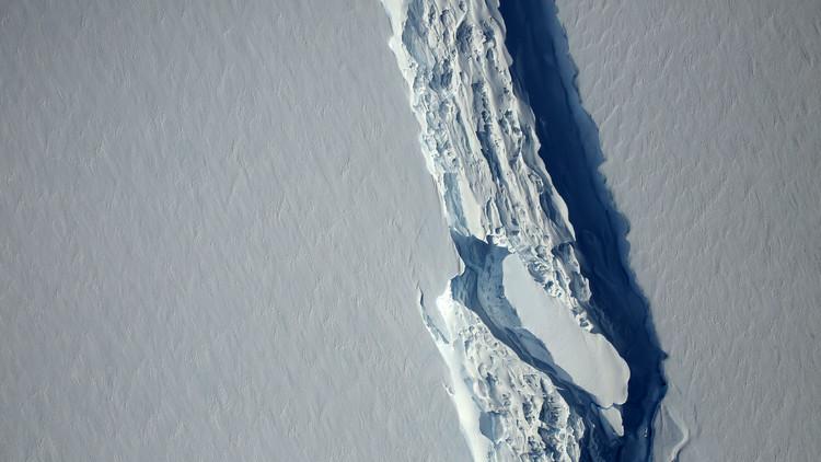 FOTOS: Gigantesco iceberg emprende un viaje peligroso en la Antártida