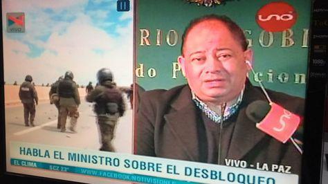 El ministro de Gobierno Carlos Romero en una entrevista con la red Uno.