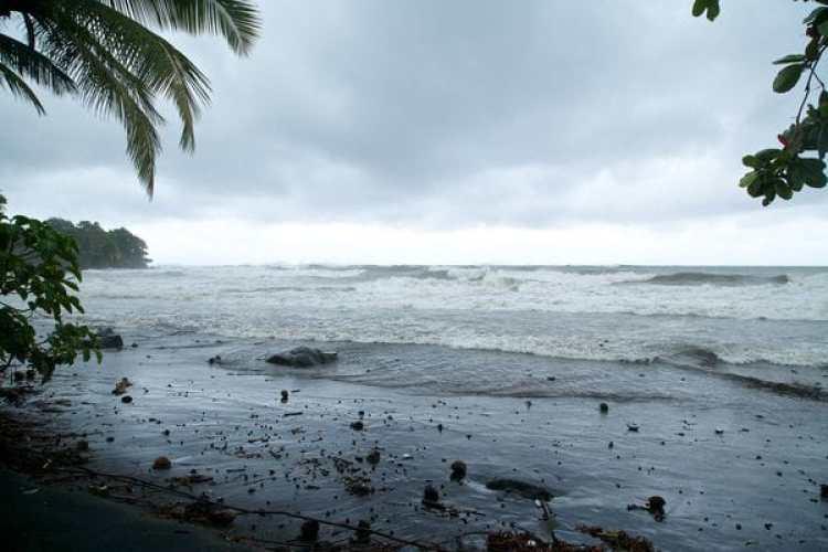 Basse-Terre, en la isla de Guadalupe, antes de la llegada del huracán (AFP)