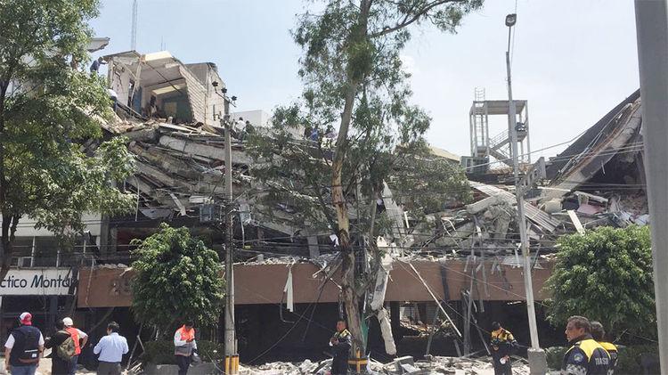 Un edificio derruido tras el sismo de magnitud 7,1 en la escala abierta de Richter que sacudió fuertemente la capital mexicana.