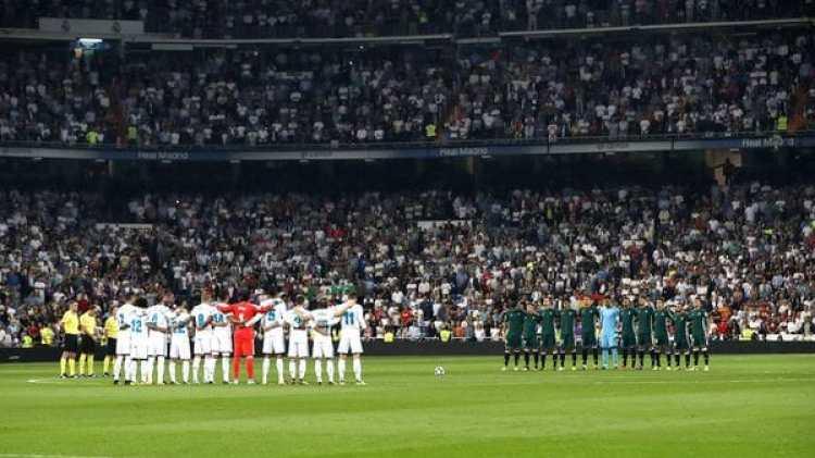 El minuto de silencio en el Santiago Bernabéu (EFE)
