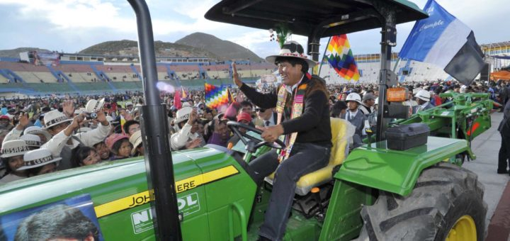 Resultado de imagen de 12 tractores e implementos agrícolas a municipios de Santa Cruz