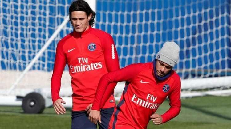 Cavani y Neymar entrenaron sin problemas este jueves en el PSG (Reuters)