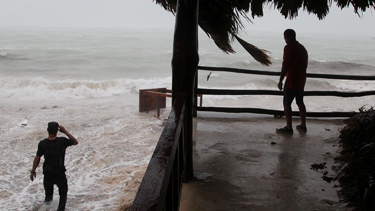 El huracán María deja al menos 15 muertos y 20 desaparecidos a su paso por Dominica