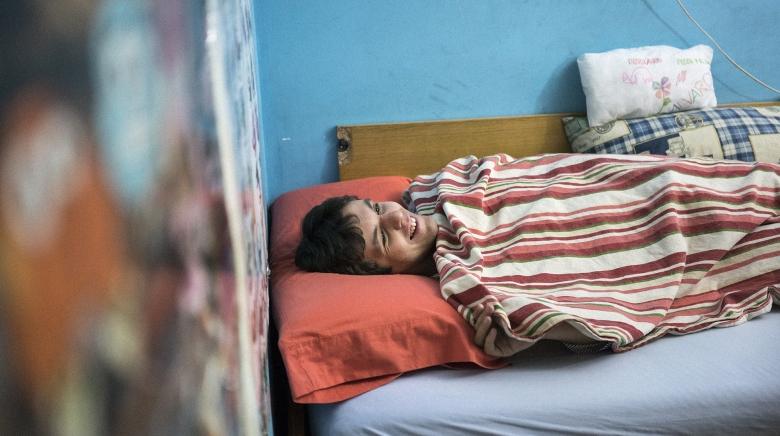 Álvaro en su dormitorio.