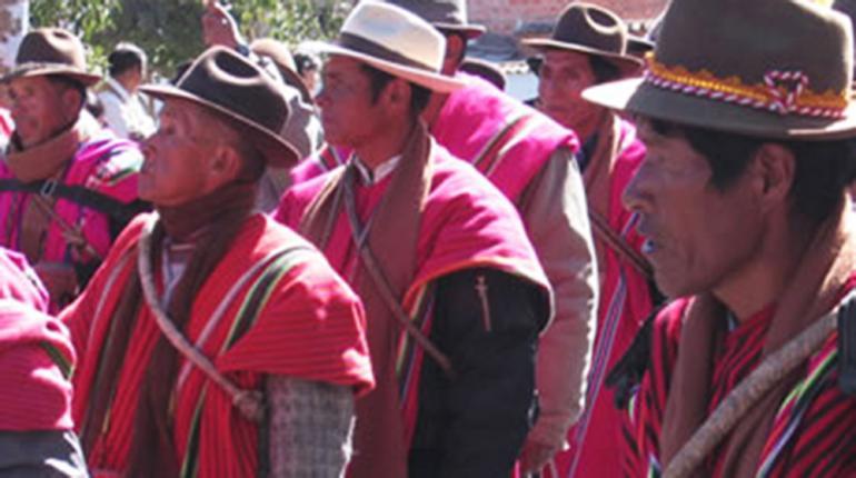 Resultado de imagen de Ponchos Rojos de Omasuyos