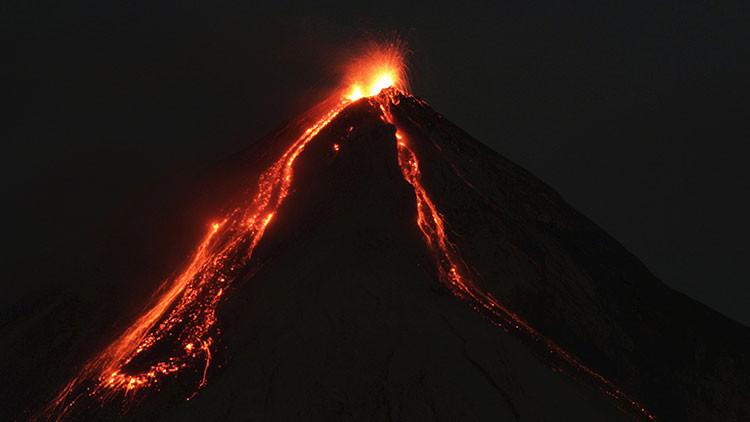 El volcán de Fuego de Guatemala entra en erupción (VIDEO)