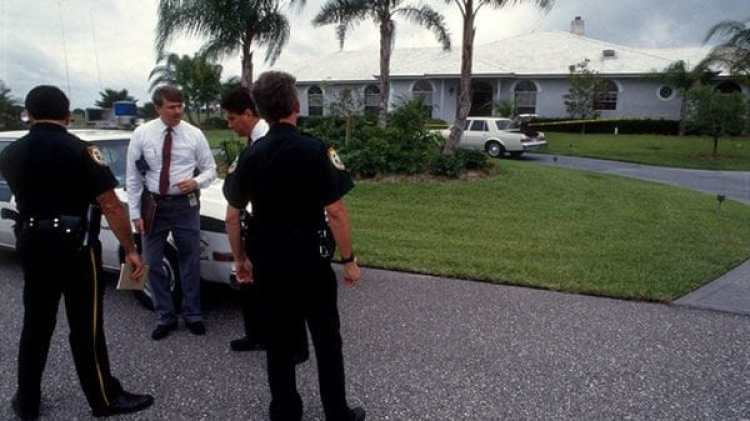 26 de mayo de 1990. Frente de la casa de los Warren en el exclusivo barrio Aero Club en Wellington, West Palm Beach, Florida