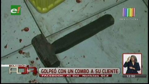 Mujer golpea con un martillo a sujeto en una rockola