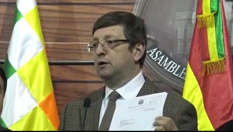 Senador Ortiz denuncia al directorio del BCB por Letras del Tesoro de El Salvador