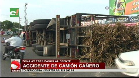 Santa Cruz: Un camión cañero se volcó