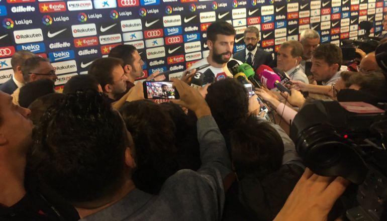 Gerard Piqué, durante su comparecencia ante los medios en el Camp Nou