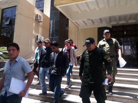 El acusado de biocidio saliendo del Tribunal Departamental de Justicia de Tarija. Foto: Facebook Corazón Animal