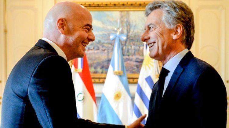 Entre risas Infantino y Macri, tras la reunión (Télam)