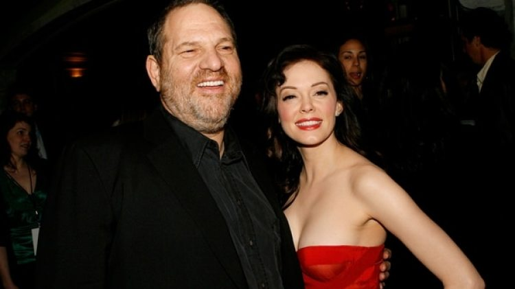Harvey Weinstein y la actriz Rose McGowan, una de sus víctimas (Getty Images)