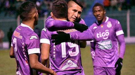 Los jugadores de Real Potosí festejan el triunfo ante Blooming.