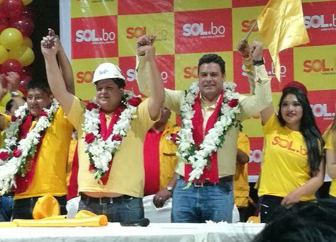 El alcalde Revilla junto con sus correligionarios de Oruro.