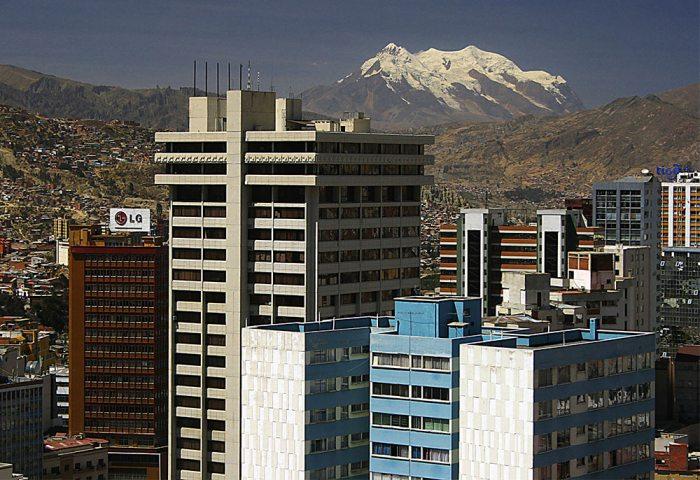 En un día como hoy ha sido fundada la ciudad de La Paz en 1548 por el capitán español Alonso de Mendoza. Cumplió de esta manera el mandato del presidente de la Audiencia de Lima, Pedro de la Gasca, para perpetuar la pacificación del Perú.
