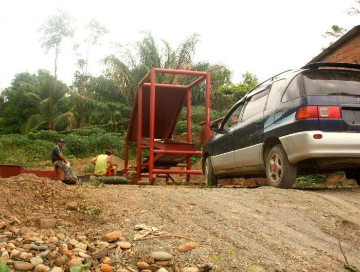 Ciudadanos colombianos en la región de Mayaya utilizan vehículos indocumentados y adquieren gran cantidad de combustible para el funcionamiento de sus gradas.