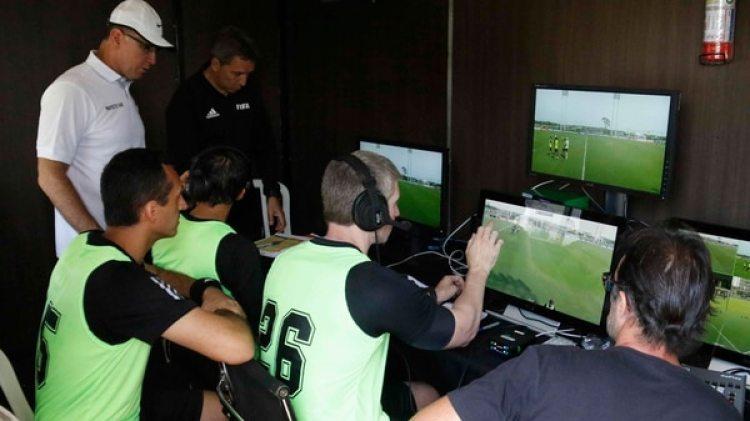 Los árbitros fueron capacitados por el árbitro brasileño Wilson Seneme