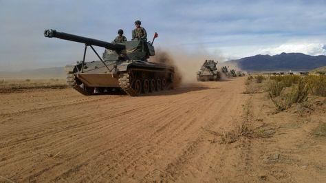 Un grupo de tanques en el ensayo de los ejercicios militares en Patacamaya.