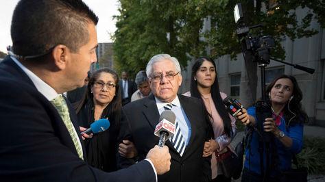 Trujillo habla con un grupo de periodistas a su salida de una audiencia judicial