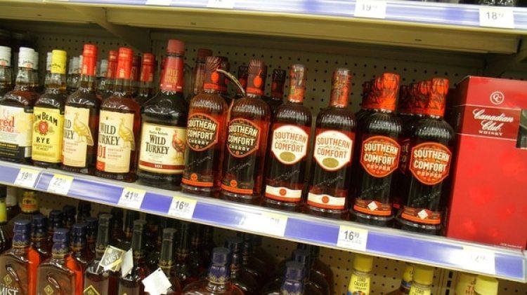 La medida afectaría a bares como Mango, Clevelander y Ocean's ten, no afecta sin embargo el consumo de alcohol en establecimientos ubicados enhoteles, donde será permitido hasta las 5am (Getty Images)