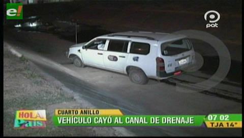 Santa Cruz: Vehículo cae a un canal de drenaje