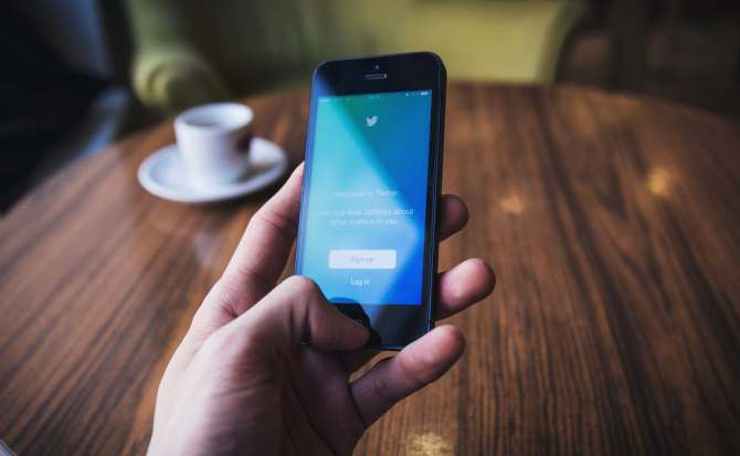 Twitter se defiende de sus políticas laxas
