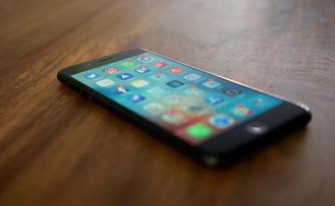 Cómo cargar (mucho) más rápido el iPhone X