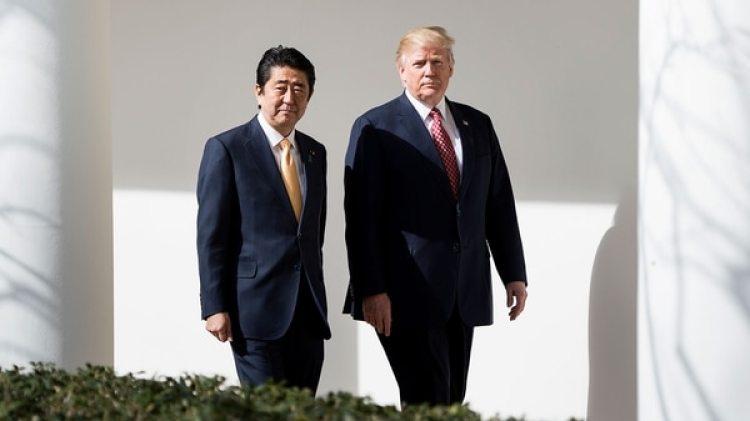 Shinzo Abe y Donald Trump (AFP)