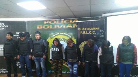 La Policía presenta a los detenidos acusados de atraco. Foto: Kattya Valdés