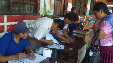 Jurados electorales en Cochabamba.