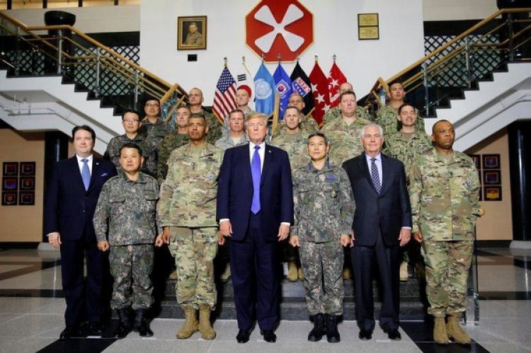 Donald Trump en la base de Camp Humphreys en Pyeongtaek, Corea del Sur (REUTERS/Jonathan Ernst)