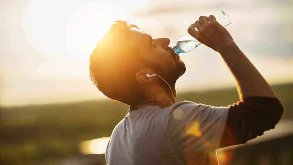 Foto: Bebe con moderación, incluso el agua. (iStock)