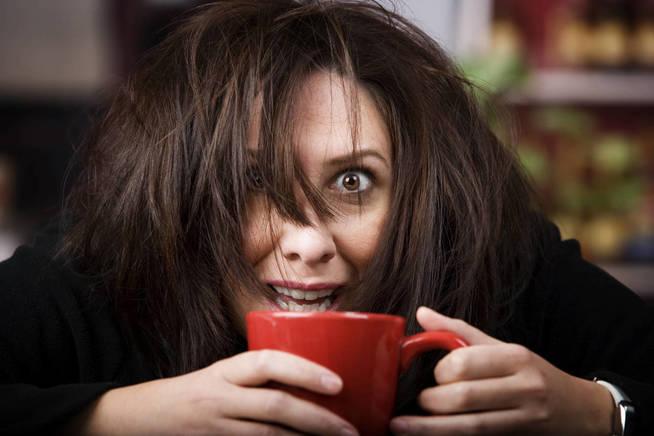 La sobreestimulación es uno de los efectos más conocidos de la cafeína. (iStock)