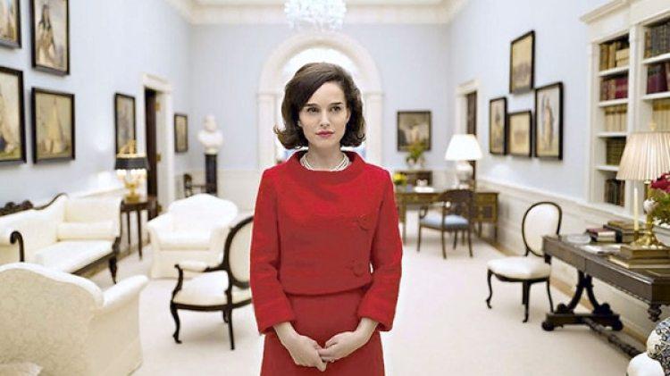 """En 2017 protagonizó la película """"Jackie"""", un drama biográfico que relata la vida de la primera dama de los EEUU, Jackie Kennedy durante el asesinato de su esposo John F. Kennedy"""