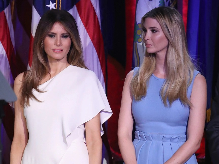 Melania e Ivanka Trump en el evento tras la victoria electoral de Trump.