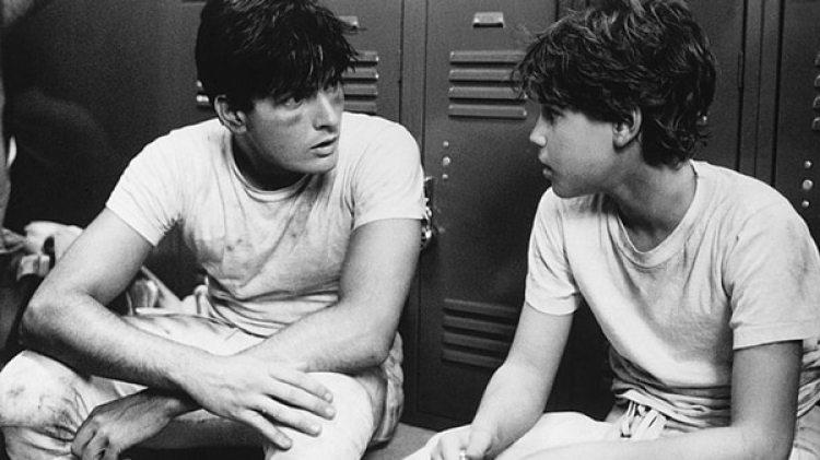 """Charlie Sheen con Corey Haim en una escena de """"Lucas"""""""