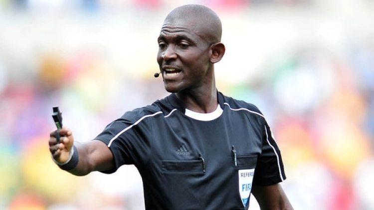 El árbitro Joseph Odartei Lamptey fue suspendido de por vida por su error en Sudáfrica-Senegal