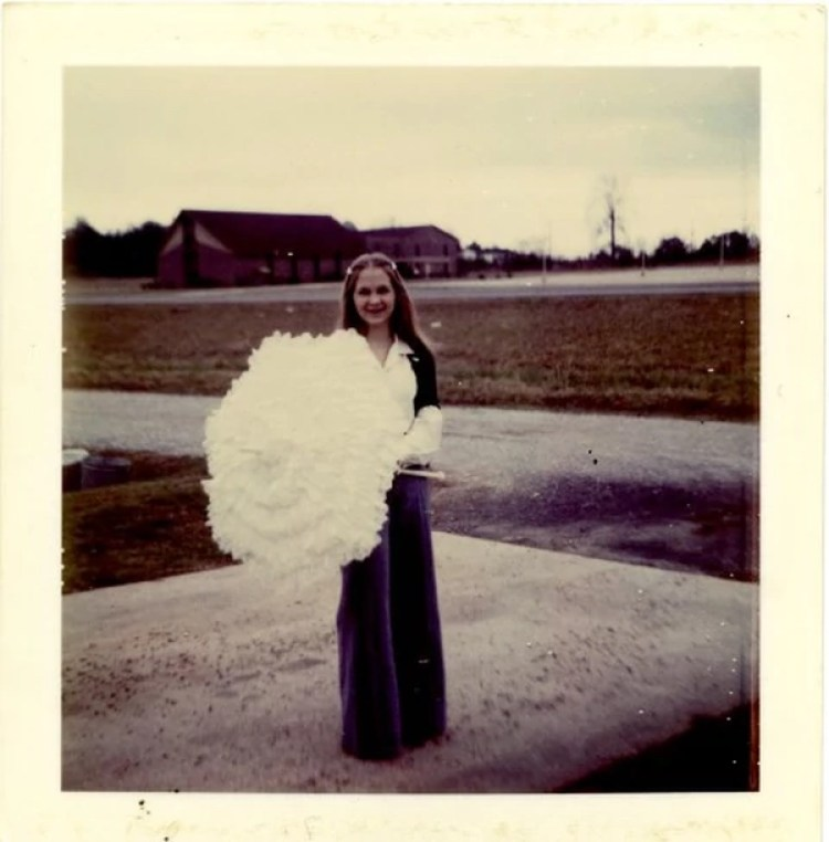 Gloria Thacker Deasonalrededor de los 18 años, cuando dice que Roy Moore la invitaba a salir. (Foto familiar/The Washington Post)