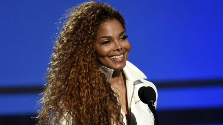Janet Jackson antes de pasar repetidas veces por el quirófano (AP)
