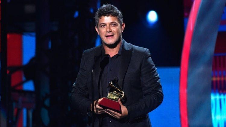 """En Los 40 Music Awards celebrados la pasada semana en Madrid, Sanz pidió a la sociedad que no se deje derrotar por el odio,pidió ser optimistas más allá de los """"convulsos tiempos"""" que atravesamos (Getty Images)"""