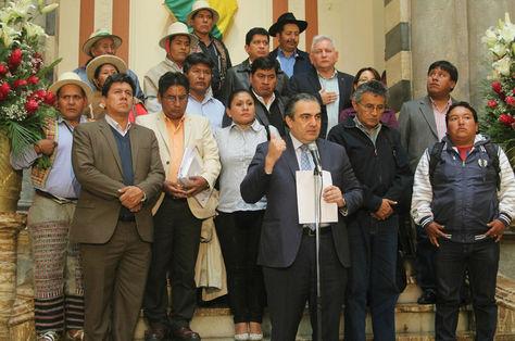 El viceministro de Autonomías, Hugo Siles, luego de la conclusión de la Octava Sesión del Consejo Nacional de Autonomías informa de los resultados acordados con gobernadores.