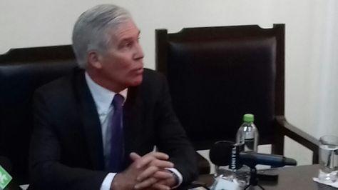 Peter Brennan durante la conferencia de prensa que ofreció en Santa Cruz. Foto: Marco Curi