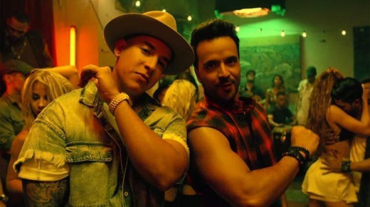 """Luis Fonsi y Daddy Yankee en una captura del video de """"Despacito"""" (Universal Music Latin)"""