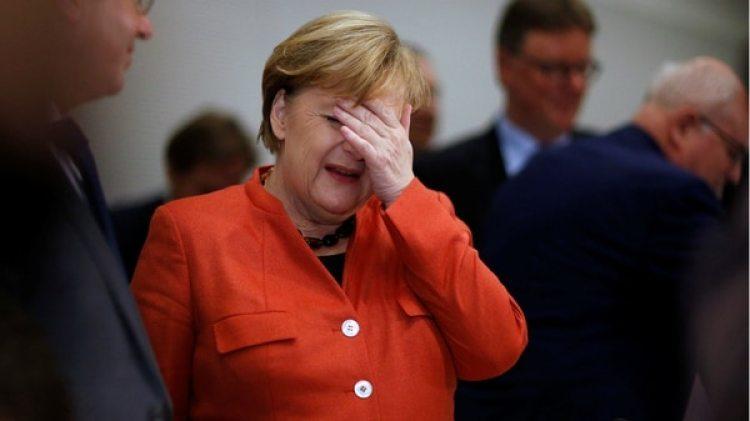 La canciller alemana Angela Merkel durante una reunión con miembros de su partido en el Bundestag, en Berlín (Reuters)