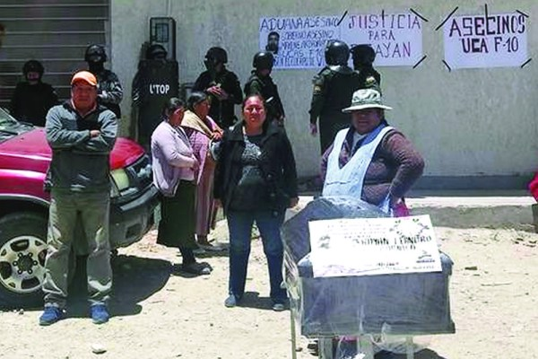 Un muerto y aduaneros y militares cercados en Oruro